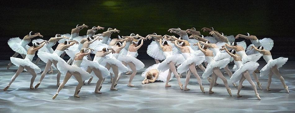 Вадим Мунтагиров в балете Лебединое озеро